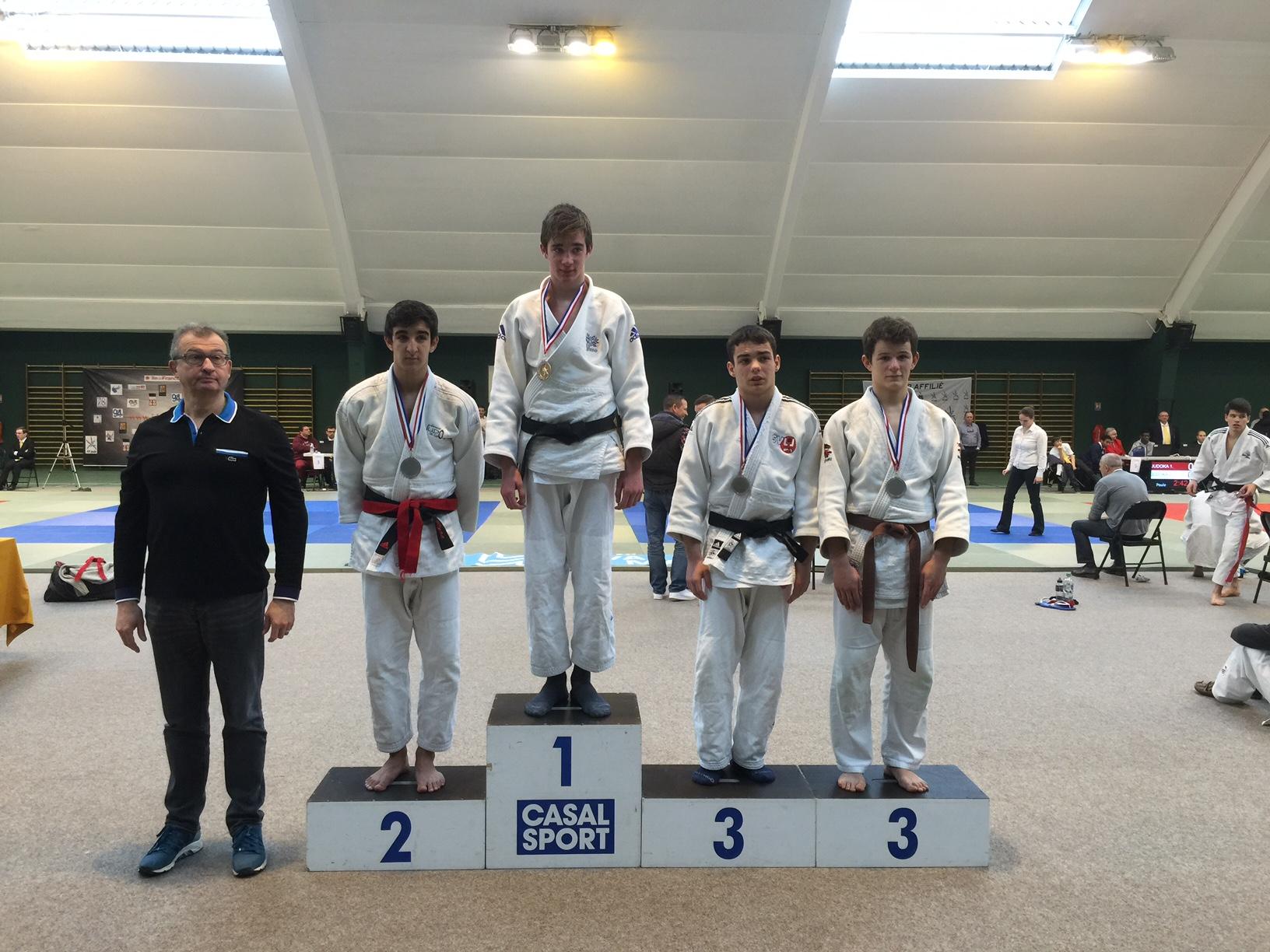 Lors des championnats du Val-de-Marne junior, Antoine FAURE termine troisième de sa catégorie.